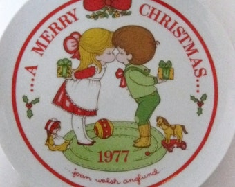 Joan Walsh Anglund Plate Christmas Dated 1977