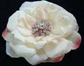 Light Ivory flower clip with a touch of pink / bridal flower hair clip / wedding flower pin