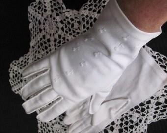 Vintage Hand Stitched Ivory Nylon Ladies Wrist Gloves