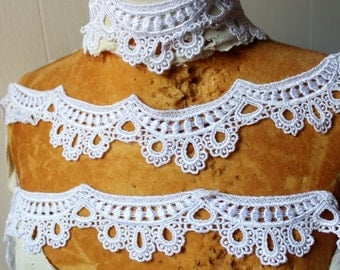 Very cute  off white   color    venice  lace  2  yard listing