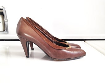 Vintage Gold Trimmed Pumps / Size 5.5 / Leather and Suede