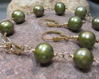 Olive Pearl Earring and Bracelet Set