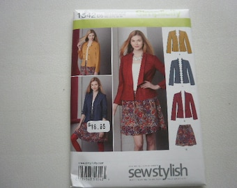 Pattern Ladies Jacket and Skirt Size 4 to 12 Simplicity 1542