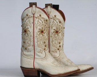 Justin cowboy boots distressed leather decorated with brass studs and rhinestones 6 B mint
