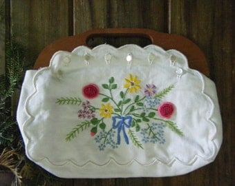 Vintage 1970's Kitschy Sweet Embroidery & Wooden Handle Purse Old School Classic