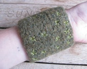 Felted wool star moss cuff bracelet, woodland themed statement jewelry, embroidered cuff bracelet, gifts for gardeners, fiber art jewelry