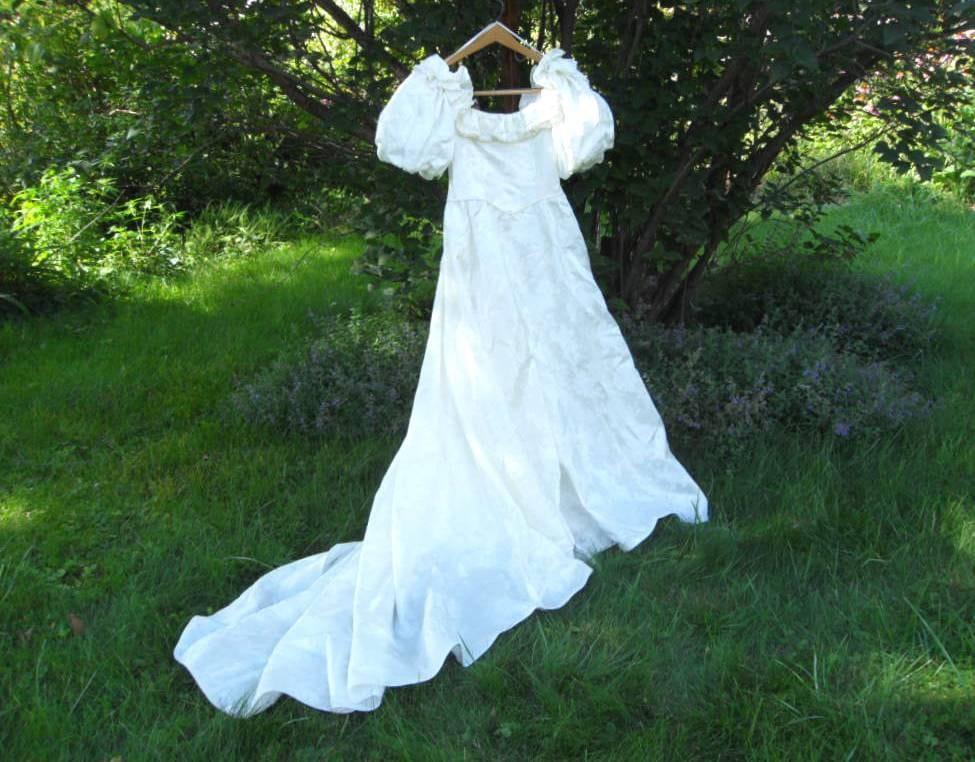 Vintage retro puff sleeve wedding dress size petit 6 by for Puff sleeve wedding dress