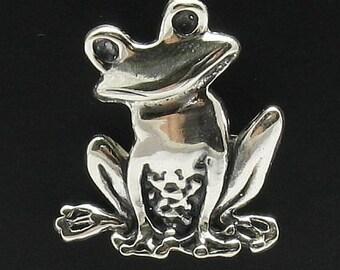 PE000411 Sterling silver pendant   925 frog handmade