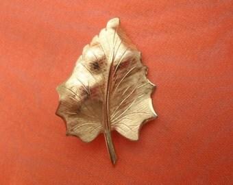 Vintage 1960s Leaf Pin Gold Tone Autumn Motif Fall Detailed