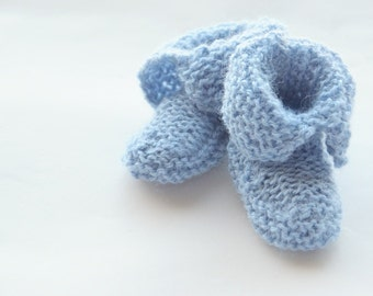 Knit baby booties in alpaca wool. Handknit. Blue. Baby blue. 0-3 months