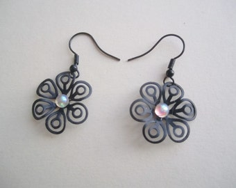 Black Filigree Flower Earrings ./. Black Flower Earrings ./. Pendants d'Oreilles ./.  Black Flower ./. Delicate Flower Dangle