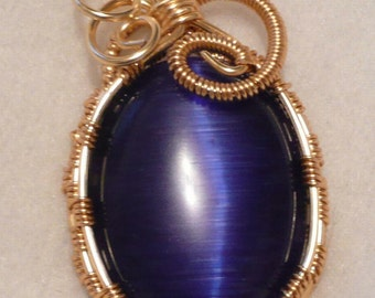 Deep Blue Cats Eye Cabachon in Gold
