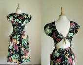 vintage 80s printed dress// cutout back// small