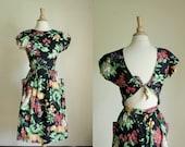 vintage 80s printed dress// cutout back// small