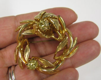 Vintage Light Yellow Rhinestone Wreath Circular Brooch, In gold tone metal Very Detailed Scarf Brooch
