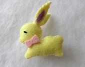 Retro style yellow bunny brooch - wool felt pin - lapel pin - vintage look pinback - in stock and ready to ship
