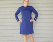 1970s navy blue mod shift dress. Size medium or large 8-10-12