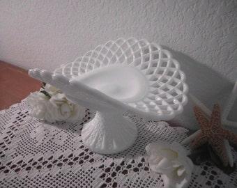 Vintage Milk Glass White Pedestal Fan Fruit Bowl Lattice Shabby Chic Wedding Decoration Beach Cottage Rustic Home Decor Gift for Her