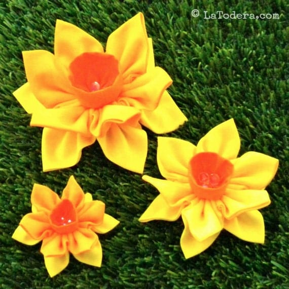 Knitted Daffodil Brooch Pattern : Fabric Flower Pin Brooch Daffodil Pattern PDF Pattern Tutorial Kanzashi Flowe...