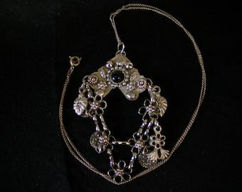vintage black glass necklace