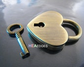 Finding - 1 pc of Antique Brass Heart Shape Large Working Padlock or Clasp With 1 Key 38mm x 30mm x 7mm