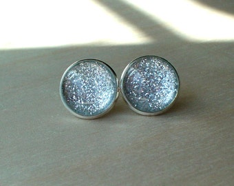 20% OFF -- Glittering Silver Stud Earring / Beautiful Gift for her