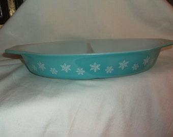 SALE 25% Off Vintage Pyrex Snowflake Divided 1 1/2 qt Casserole Baking Dish Blue Snow Flake Clearance