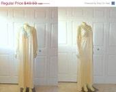 45% OFF Vintage Nightgown & Peignoir Set JC Penney Cream and Turquoise Embroidery Nylon Satin sz Medium to Large