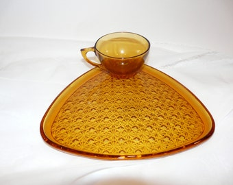 Indiana Glass Co Amber Glass Daisy and Button  Luncheon Plate and Cup Set Vintage