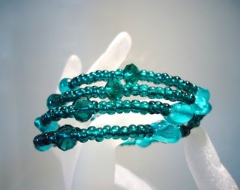 Bracelet Teal Sea Green Rocaille Seed Bead Memory Wire memory wire Expandable Cuff by JulieDeeleyJewellery on Etsy
