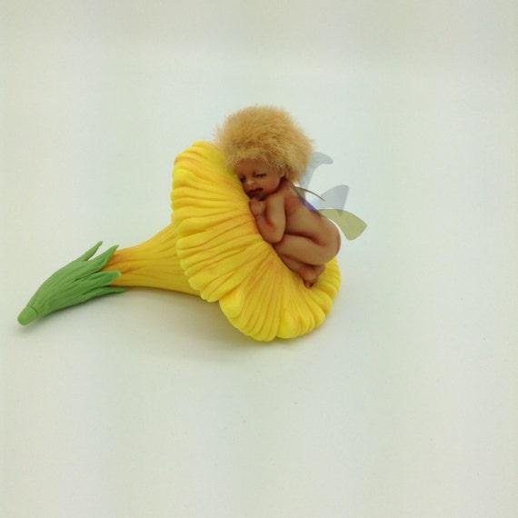 Baby fairy asleep in the flower .