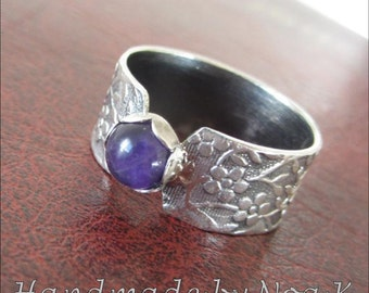 Silver Dark Amethyst ring - Textured band ring - size 8 - Small stone ring - Statement ring - Purple Ring
