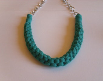 Straight knot necklace green