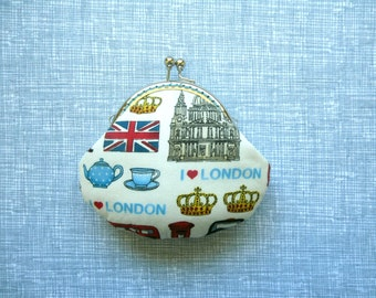 British Icons in Cream small coin purse - London icons