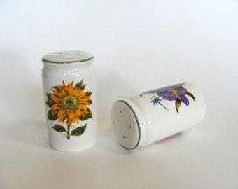 Ceramic Salt & Pepper Shakers Set with Decorative Flowers, Retro Salt and Pepper Holders, Table Setting Decor