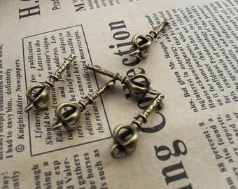 30PCS antique bronze 8x23mm crown key charm pendant- W112