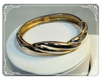 Vintage Napier Signed Hinged Bracelet in Gold Tone - Brac-1763a-050713015