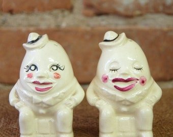 Vintage Ceramic Anthropomorphic Humpty Dumpty Egg Salt & Pepper Shaker Set