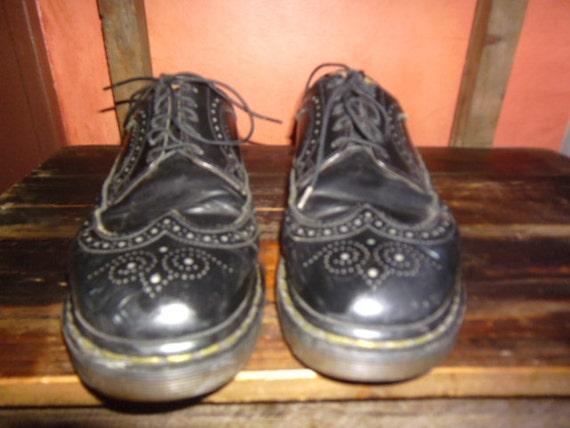 mens doc martens wing tip dress shoes size 9