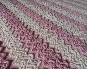 """Pink Lilac Vintage Cabin Crafts Needletuft Zigzag Chenille Bedspread Fabric piece... 18 x 24"""""""