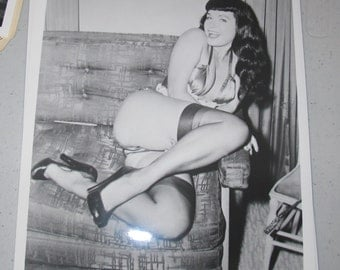 8x10 Press Photo bettie page