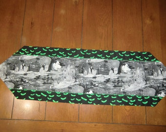 Table Runner - Halloween - Haunted Houses/Witches/Skeltons/Green Bats
