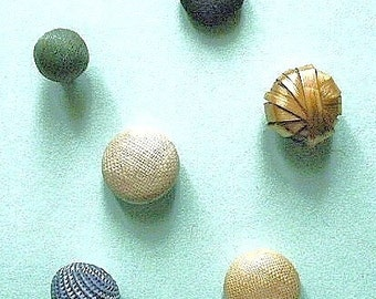Diminutive buttons, antique & vintage, 6 different, raffia and textile - 5 antique, and 1 vintage. 19th century .