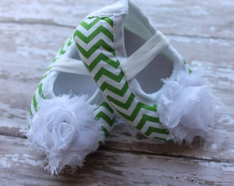 St Patricks Crib Shoes St Pattys Baby Girl Crib Shoes Newborn crib shoes baby girl soft soled shoes infant shoes St Patricks photo prop