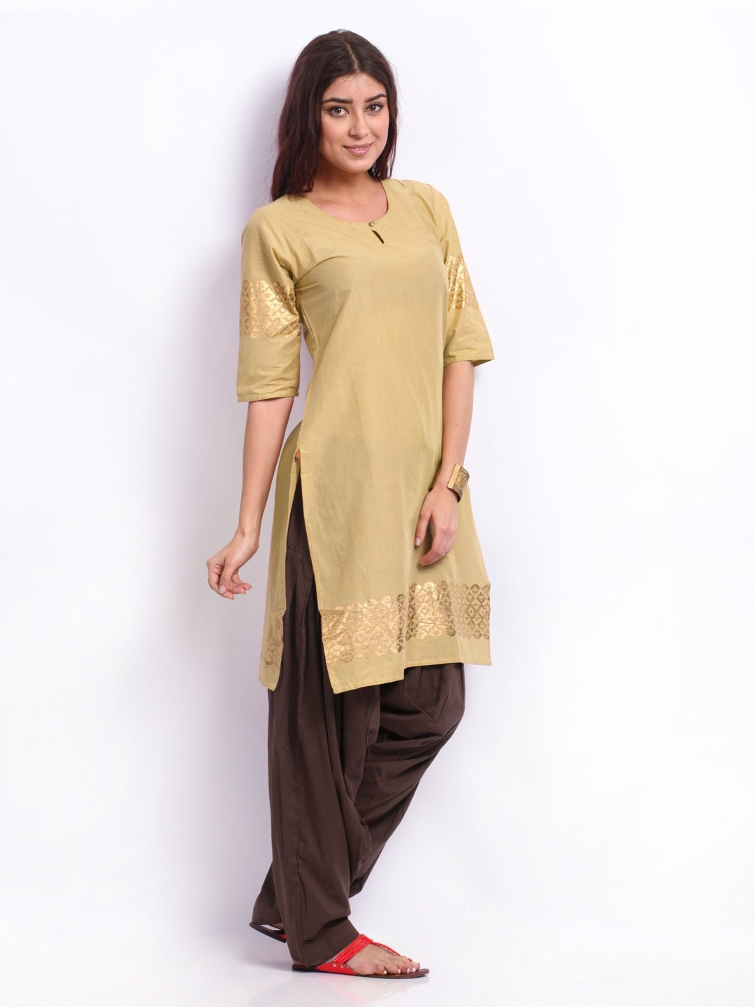 Cool You Can Make The Simple Kurti Look Festive This Way White Clothing For Women Has So Much To Do And Offer Buy Lovely Kurtis And Suits Online At Jabongcom When Your Mood Is To Go Desi! We Have A Lovely Range Of Kurtis, Suits, Anarkalis