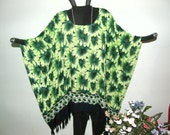 GREEN DAISY PRINT Tunic for Plus Size - Big green flowers and pretty daisy chain border with fringe - Great all-purpose vacation garment
