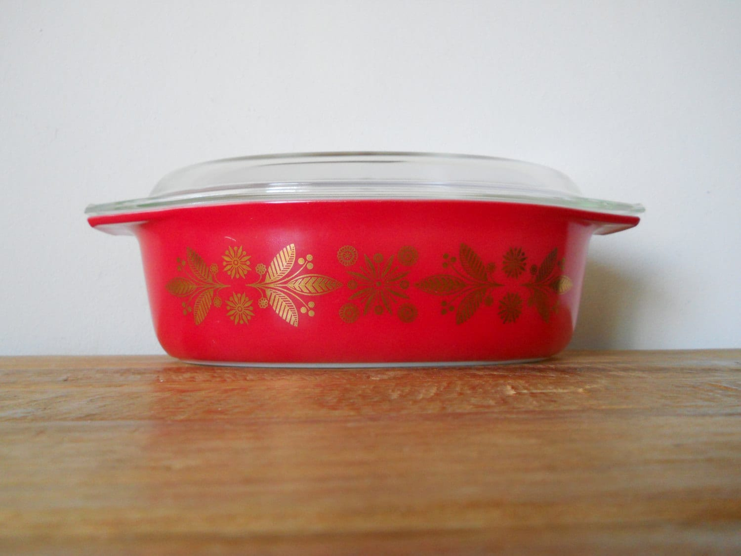 Rare Vintage Pyrex Christmas Baking Dish In Red And Gold