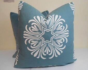 Duralee Breckenbridge Seaglass Pillow Cover - Duralee Breckenridge - Floral Pattern -  Modern Pillow Cover
