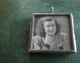 Pendant Woman Mother Sister Grandmother French Word