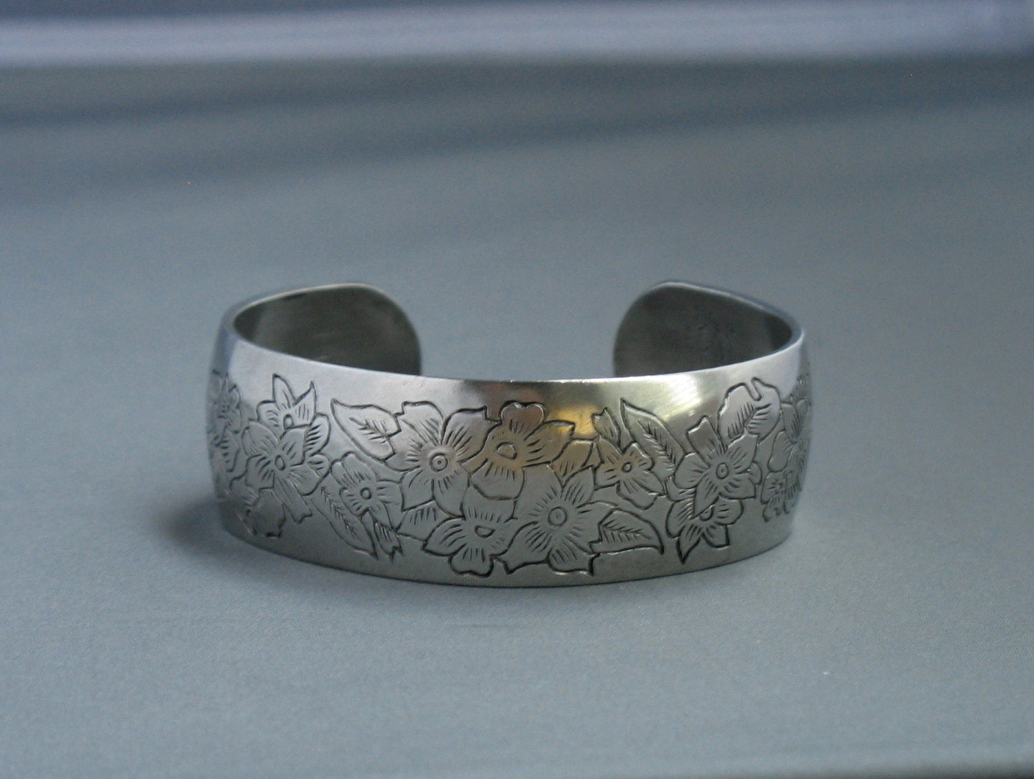 how to keep pewter bracelet